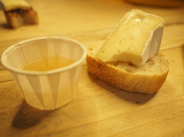 Dry Cider with Cotswold Brie Cheese